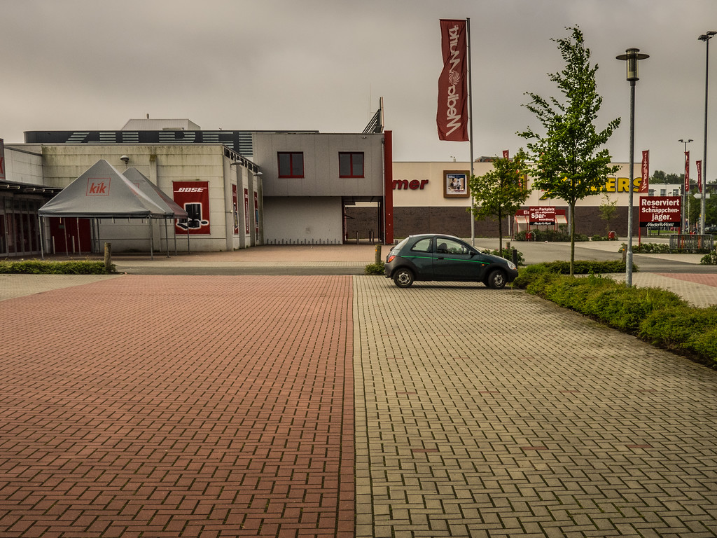 Parkplatz vor Media-Markt
