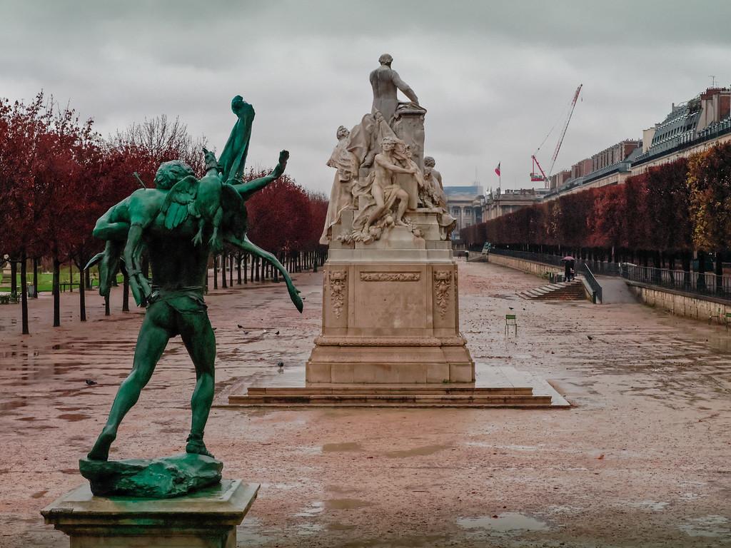 Denkmale im Regen
