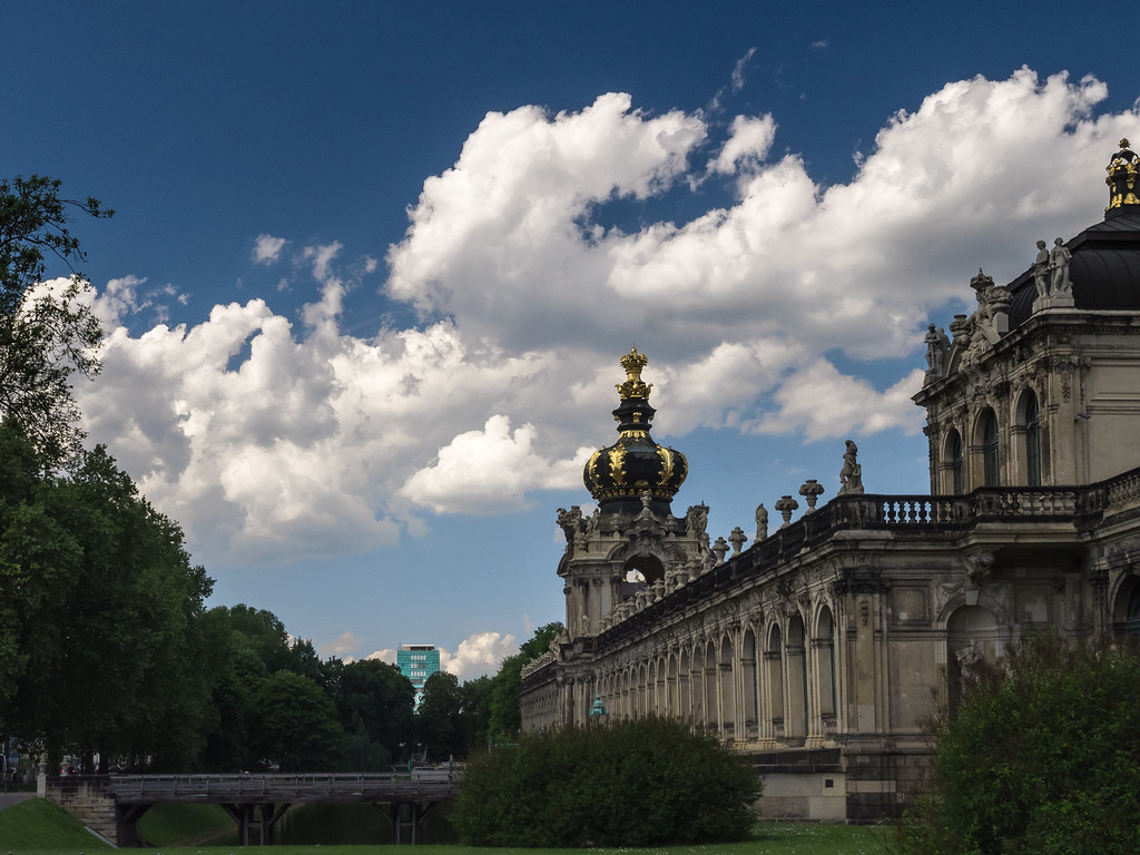 Zwinger, Achse Ostra-Allee