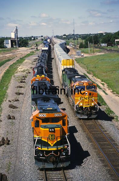 BNSF2001055280 - BNSF, Pampa, TX, 5/2001