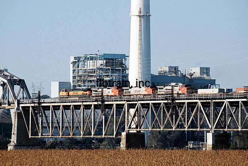 BNSF1998108040 - BNSF, Floyd, MO, 10/1998