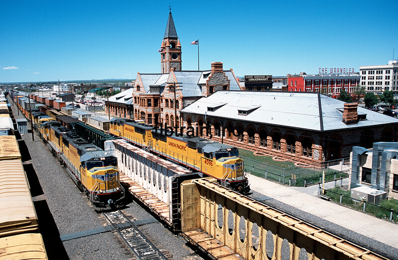 UP2001060115 - Union Pacific, Cheyenne, WY, 6/2001