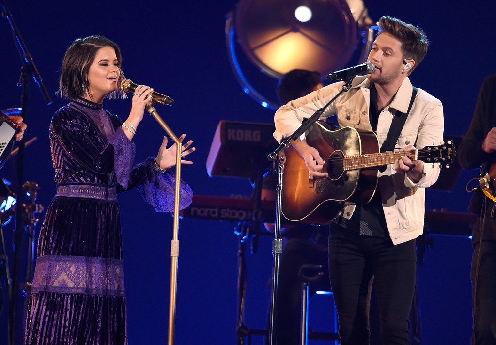 . Maren Morris, left, and Niall Horan perform at the 51st annual CMA Awards at the Bridgestone Arena on Wednesday, Nov. 8, 2017, in Nashville, Tenn. (Photo by Chris Pizzello/Invision/AP)