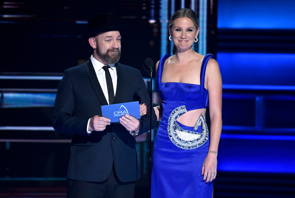 . Kristian Bush, left, and Jennifer Nettles present the award for vocal duo of the year at the 51st annual CMA Awards at the Bridgestone Arena on Wednesday, Nov. 8, 2017, in Nashville, Tenn. (Photo by Chris Pizzello/Invision/AP)