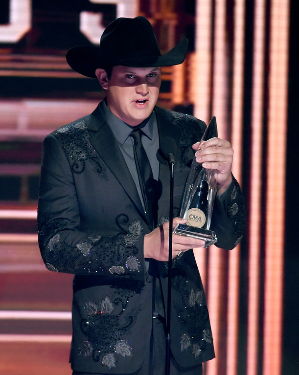 . Jon Pardi accepts the award for new artist at the 51st annual CMA Awards at the Bridgestone Arena on Wednesday, Nov. 8, 2017, in Nashville, Tenn. (Photo by Chris Pizzello/Invision/AP)