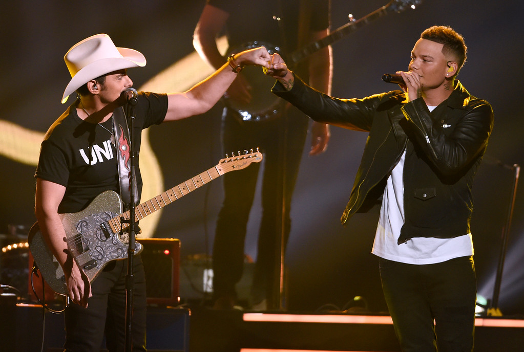 ". Brad Paisley, left, and Kane Brown perform ""Heaven South\"" at the 51st annual CMA Awards at the Bridgestone Arena on Wednesday, Nov. 8, 2017, in Nashville, Tenn. (Photo by Chris Pizzello/Invision/AP)"