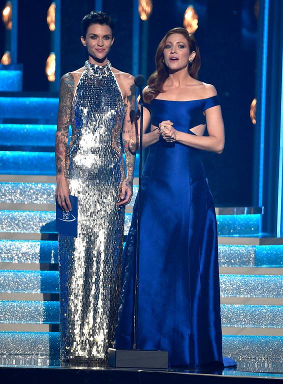 . Ruby Rose, left, and Brittany Snow present the award for single of the year at the 51st annual CMA Awards at the Bridgestone Arena on Wednesday, Nov. 8, 2017, in Nashville, Tenn. (Photo by Chris Pizzello/Invision/AP)
