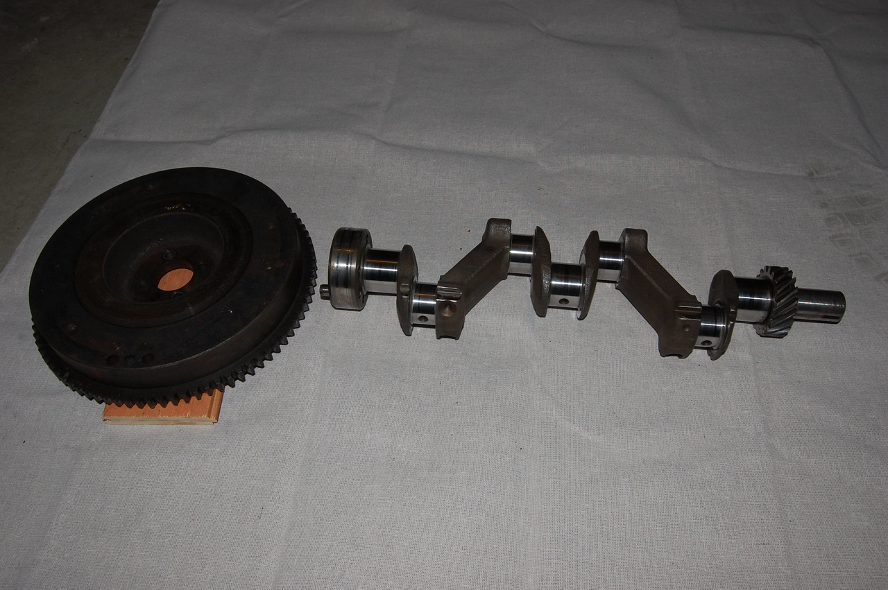 Crankshaft and flywheel with ring gear