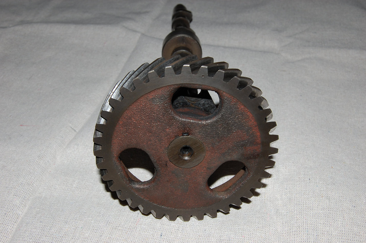 Camshaft gear with timing indication
