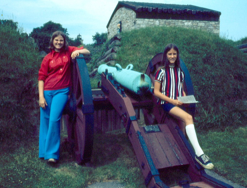 '74-Sue & M J -Fort Niagara