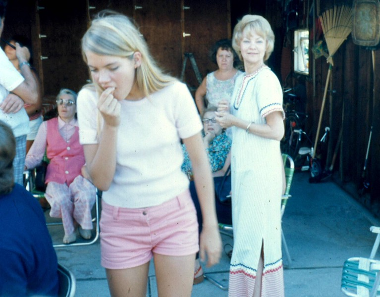 '75-Janie & Betty-4th of July