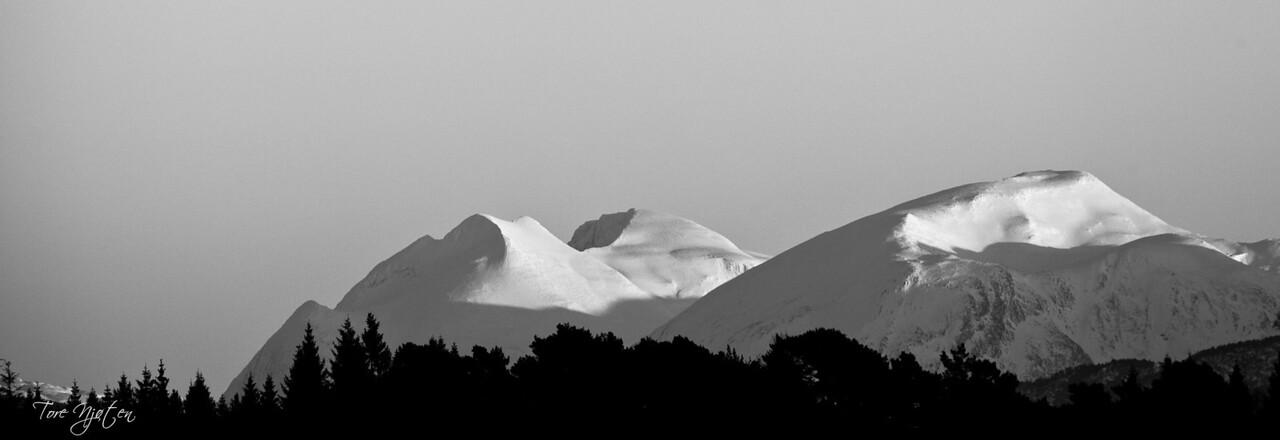 Ulvanosi og Englafjell(utsnitt av 1)