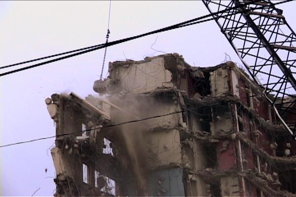 Cabrini building demolition (Photo: Kevin O'Dowd)