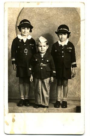 1945-09-19 Chris, JoAnn, Paul