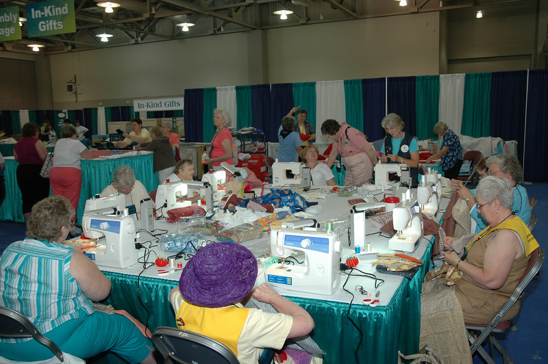 The Sewing Cottage is buzzin' and bobbin'!