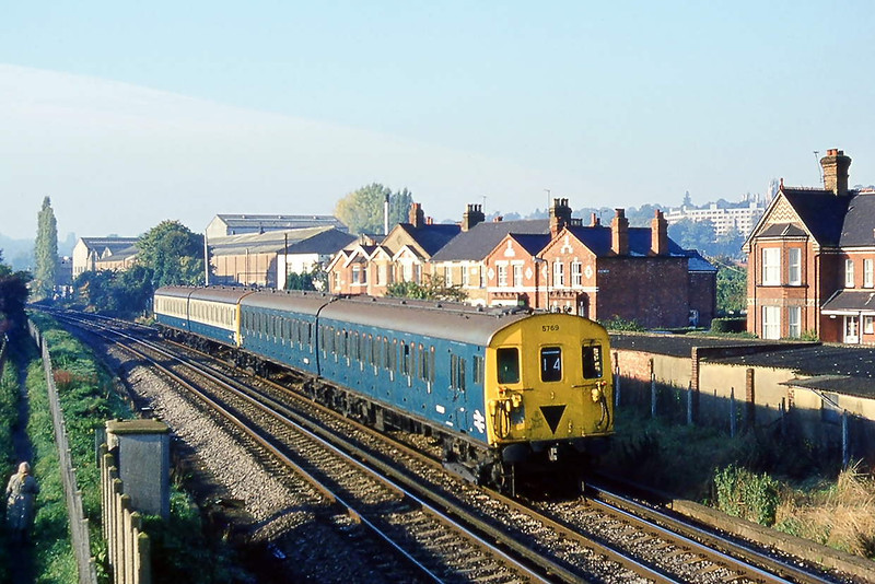 16th Oct 81:  Class 416/2 (2 EPB) 5769 leads on the 09.28 Weybridge to Staines as it nears Egham