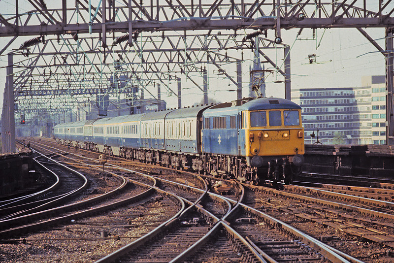 13th Apr '81:  86323 brings the 5.12pm from Manchester to Euston across the viaduct and into Stockport