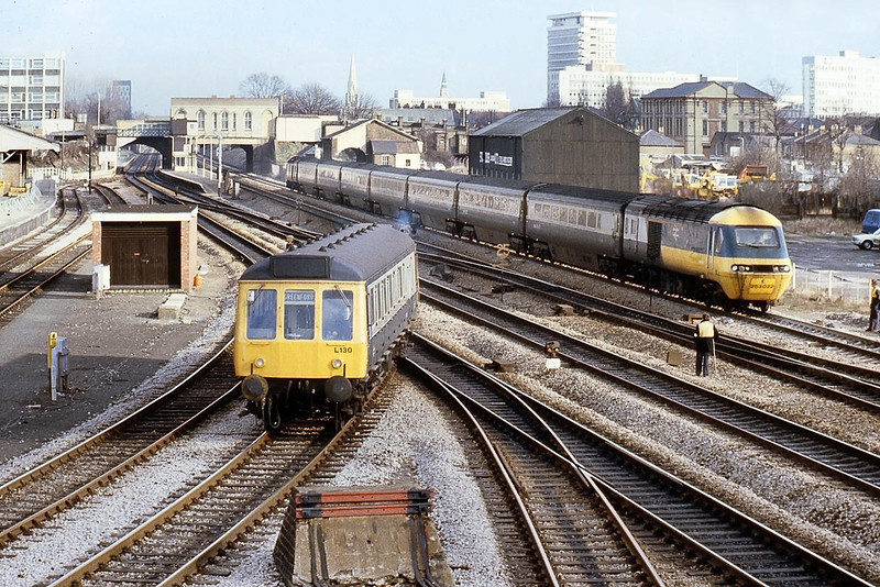 10th Feb 81:  Bubble car L130 leaves West Ealing and takes the Greenford line with the 1.55pm Ealing to Greenford as 253022 rushes along the Down Main
