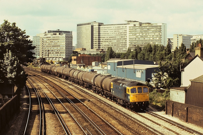 3rd Jul '81:  33064 trudges North from East Croydon with empty tanks