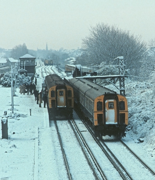 8th Dec 81: Lunchtime at New Malden as passengers abandon trying to get to work.  There are 10 trains in the picture but only one is moving !!!