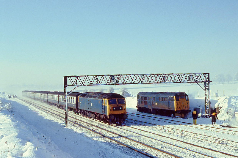 12th Dec 81:  47063 on an UP commuter service passes 31273 in the Up Loop at Ruscombe