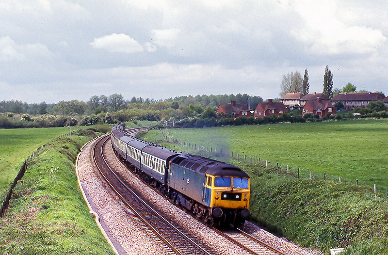 22nd May 81:  47125 rounds the curve  east of Midgham Station with the 09.50 from Paignton to paddington