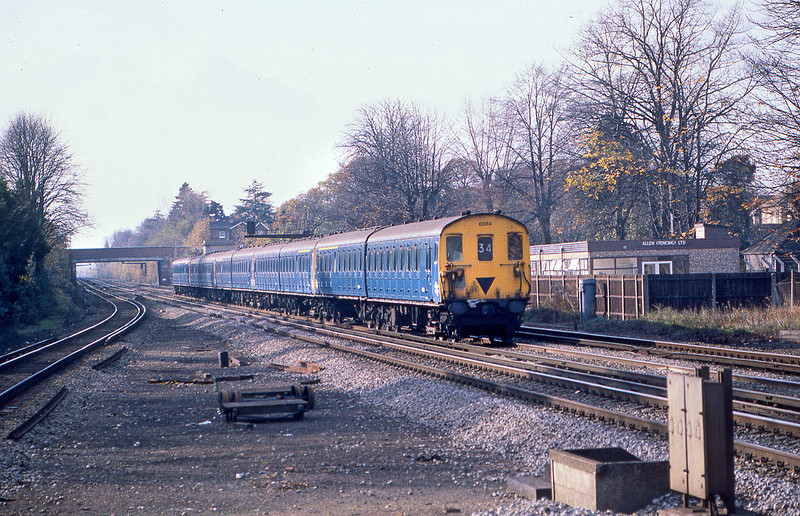 13th Nov 81:  2 HAP 6094 leads 4 sisters on the Up Fast through Byfleet