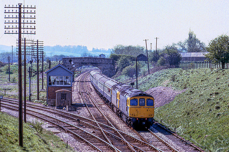 18th Apr 1981: 33028+33002 on the 10.15 Portsmouth to Bristol Temple Meads at Hawkeridge Junctiom