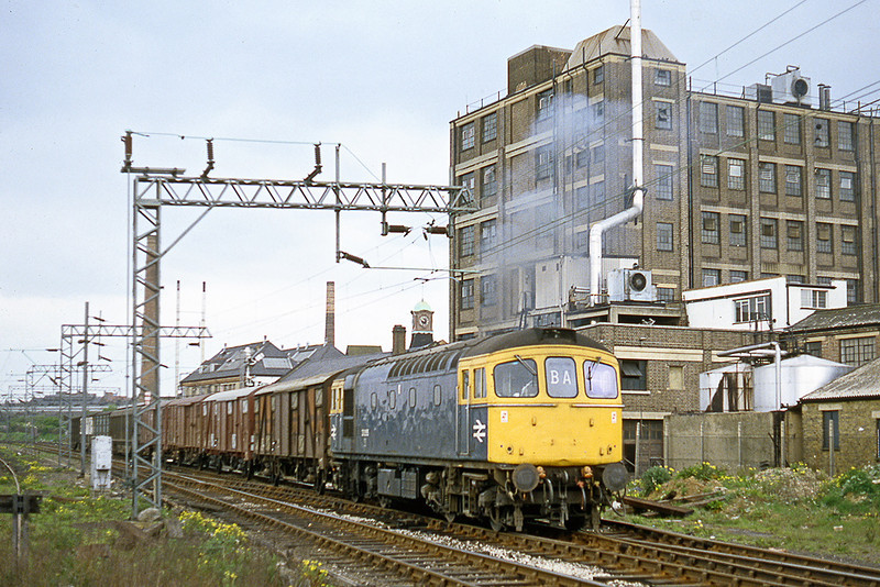 29th April 1982:   33055 is seen at Mitre bridge with a load of 4 wheel Ferry Vans from Willesden
