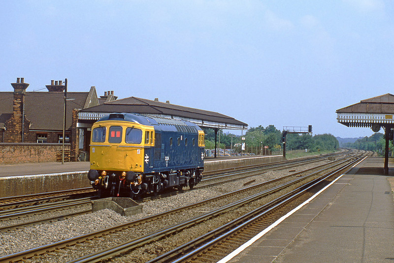 2nd Jun 82:  Ex works 33204 scurries up the fast through Brookwood