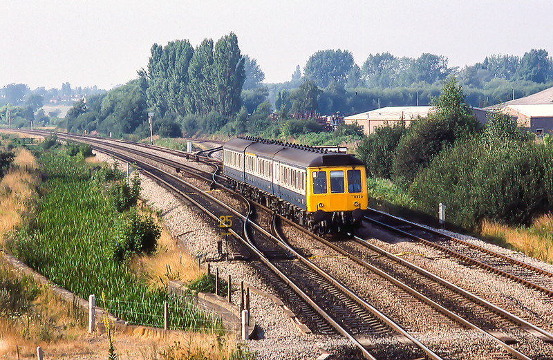 11th Aug 1983:   With the foot crossing to the Trap Grounds Allotmants in the  foreground B429 forming the 13.50 from Great Malven to Oxford is nearing Oxford.  Behind it is the turn out onto the line to Biscester