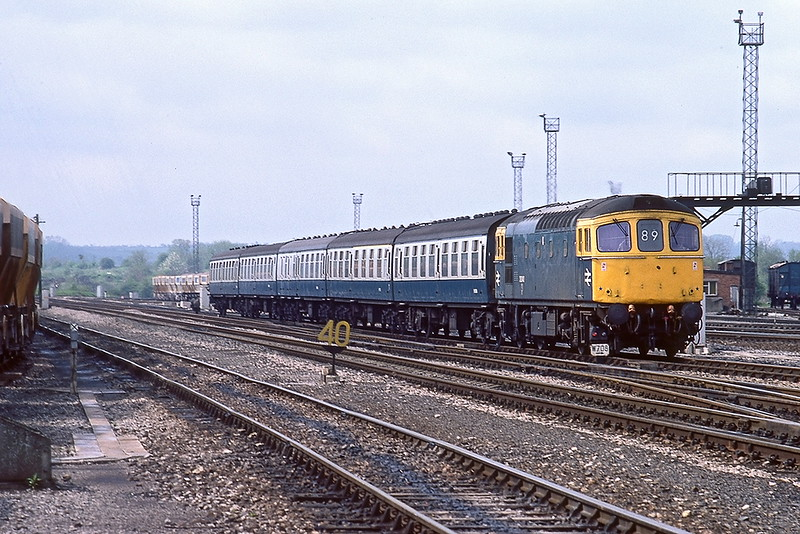 8th May83:  33040 runs into Westbury with 11.15 to Bristol Temple Meads