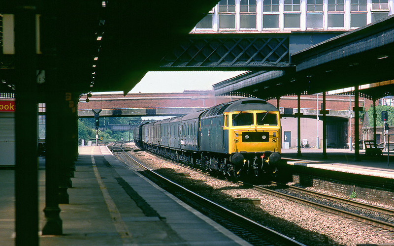 10th Jun 83:  47101 tears through an apparently deserted Slough Staion with the empty newspaper vans from Plymouth