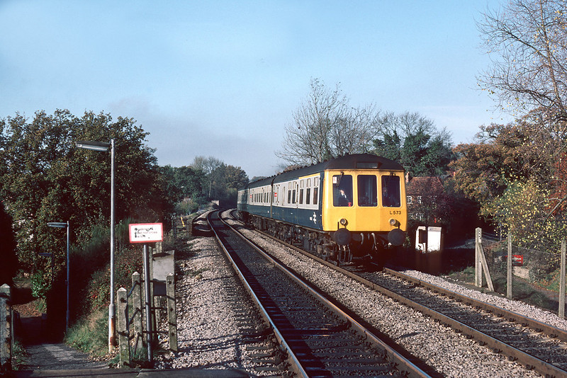 15th Dec '84: L573 rushes down hill through Sandhurst on the 12.10 Reading Gatwick.  Note the wrong blind destination