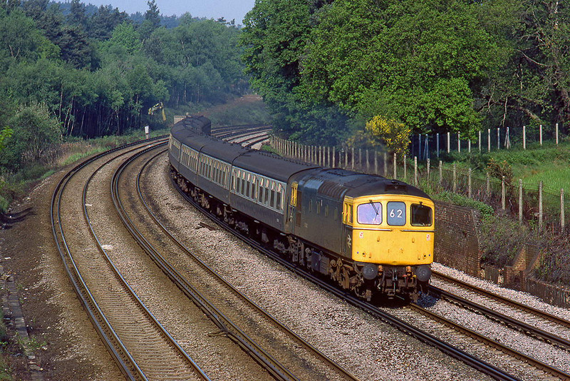 31st May 84:  The  07.55 from Salisbury to Waterloo with 33042 on the point rounds the curve at Curzon Bridge