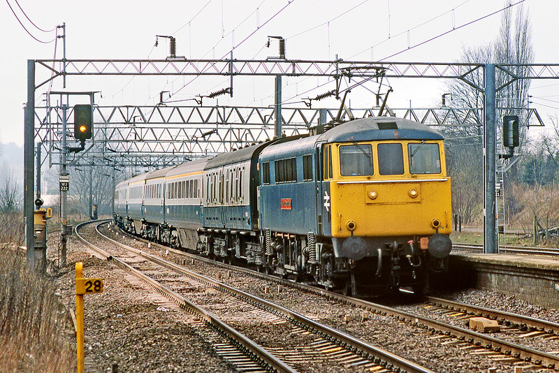 """9th Mar 83:  86248 """"County of Clwyd"""" at Berkhamstead on the 12.15 Manchester Euston"""