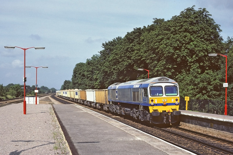 3rd Jul '86:  Just 6 months old 59001 is doing what it was bought for, dragging stone from Somerset to London.  The location is Taplow