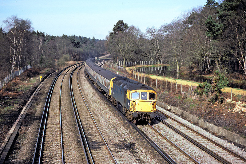28th Apr '86: 33102 rounds the curve at Pirbright with an Up Salisbury service