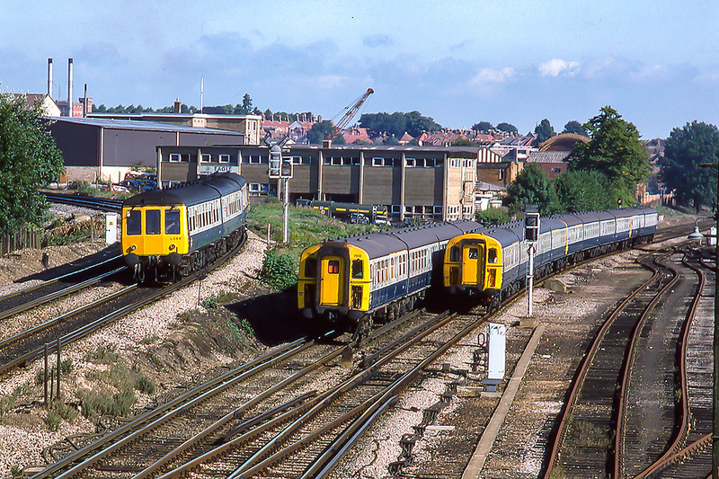8th Aug 1986:  Guildford action.  L584 is working to Gatwick from Reading and Class 423 (4VEP)  7770 is leading on the 08.18 from Waterloo and that is where 7818 is going too.