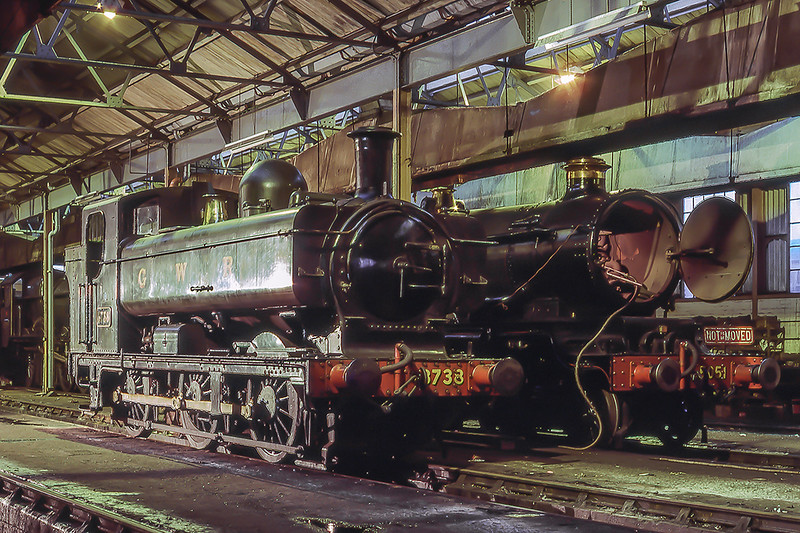 27th Oct 1986:  3738 in and 5051 inside the shed at Didcot