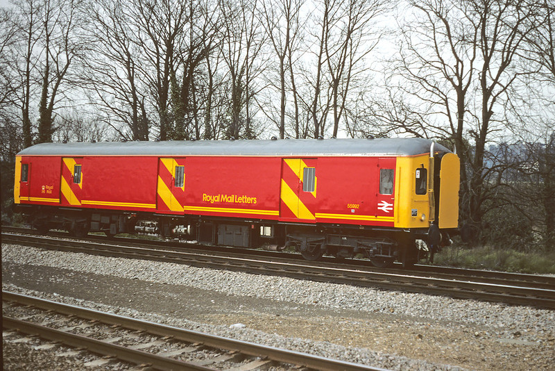 17th Mar '88:  Gloucester Carriage and Wagon Parcel car 55992 in the then new Royal Mail Letters livery at Taplow