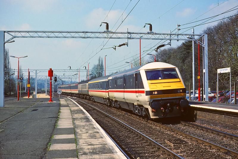31st Mar '89:  DVT  82104 on a test run south through Berkhamsted. 86226 was providing the grunt