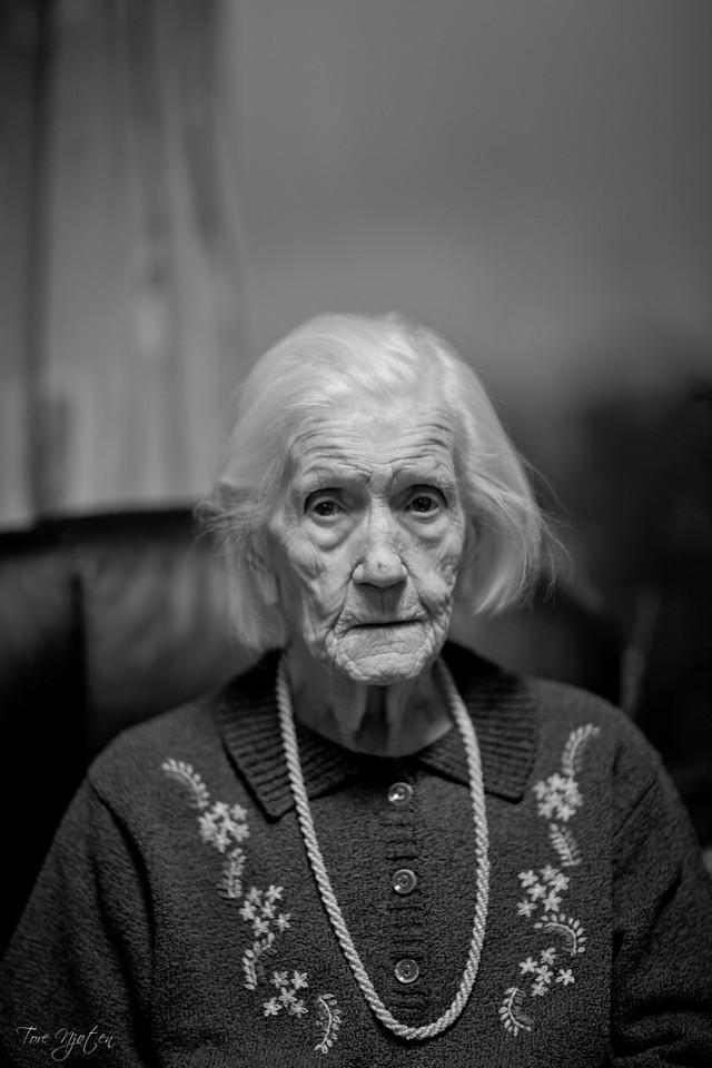 Gurine Sydnes<br /> <br /> 100 år - 100000 historer