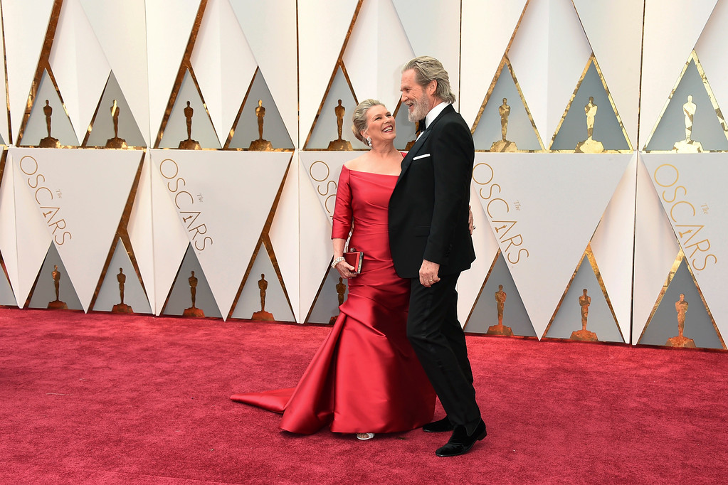 . Susan Geston, left, and Jeff Bridges arrive at the Oscars on Sunday, Feb. 26, 2017, at the Dolby Theatre in Los Angeles. (Photo by Jordan Strauss/Invision/AP)