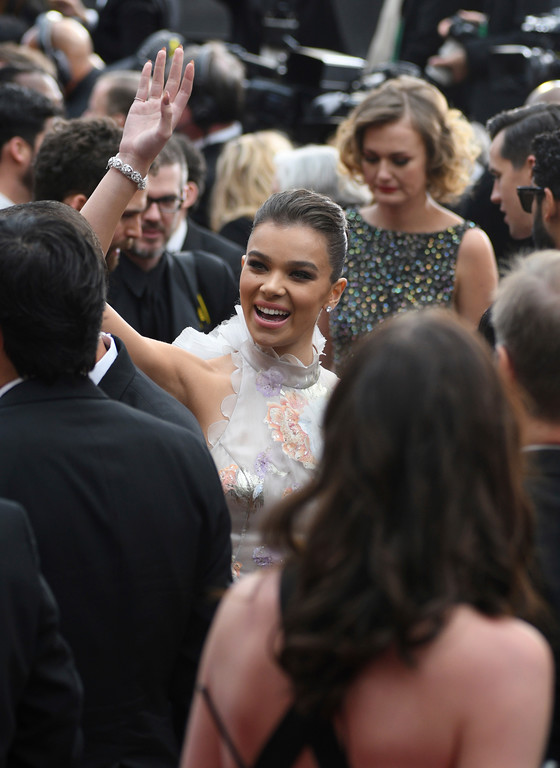 . Hailee Steinfeld arrives at the Oscars on Sunday, Feb. 26, 2017, at the Dolby Theatre in Los Angeles. (Photo by Al Powers/Invision/AP)
