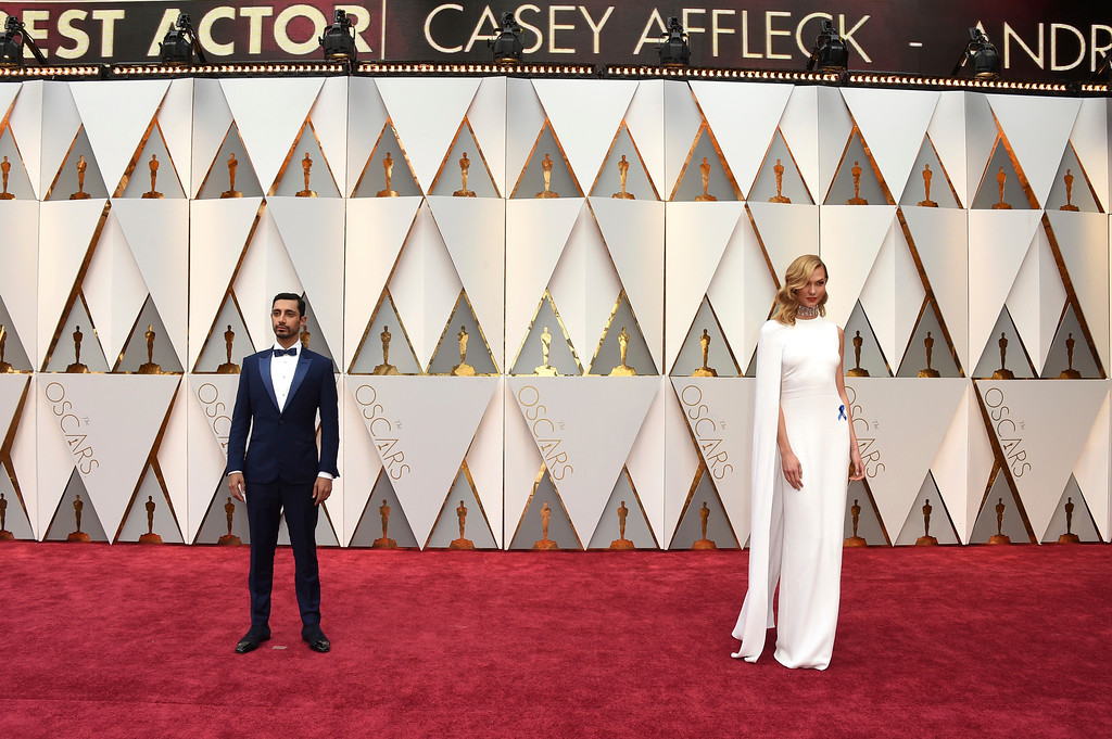 . Riz Ahmed, left, and Karlie Kloss arrive at the Oscars on Sunday, Feb. 26, 2017, at the Dolby Theatre in Los Angeles. (Photo by Jordan Strauss/Invision/AP)