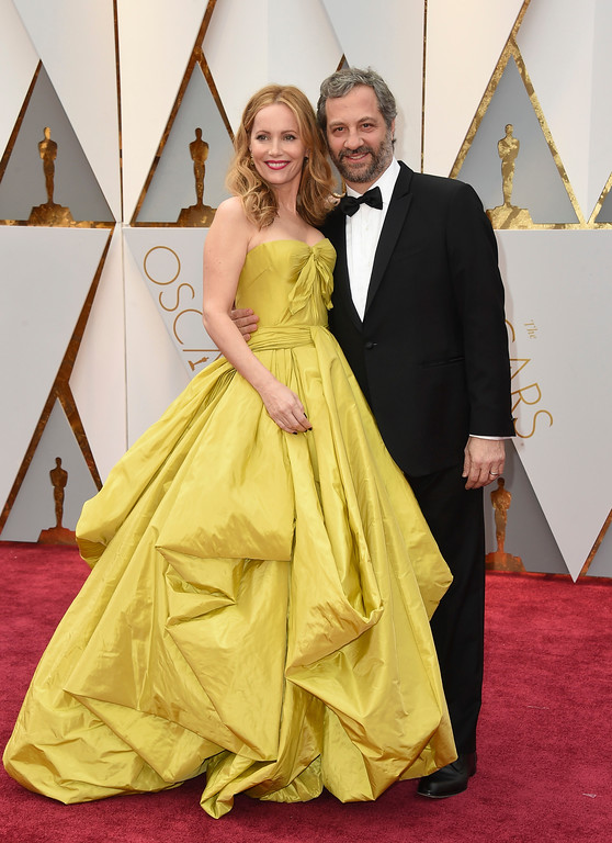 . Leslie Mann, left, and Judd Apatow arrive at the Oscars on Sunday, Feb. 26, 2017, at the Dolby Theatre in Los Angeles. (Photo by Jordan Strauss/Invision/AP)