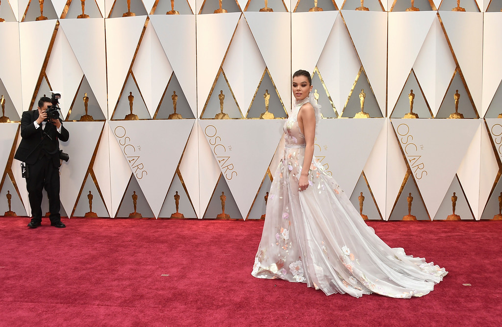 . Hailee Steinfeld arrives at the Oscars on Sunday, Feb. 26, 2017, at the Dolby Theatre in Los Angeles. (Photo by Jordan Strauss/Invision/AP)