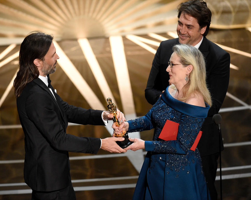 ". Javier Bardem, from right, and Meryl Streep present Linus Sandgren with the award for best cinematography for ""La La Land\"" at the Oscars on Sunday, Feb. 26, 2017, at the Dolby Theatre in Los Angeles. (Photo by Chris Pizzello/Invision/AP)"