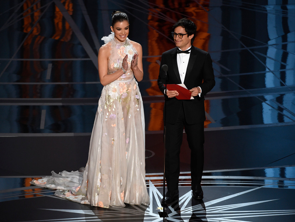 . Hailee Steinfeld, left, and Gael Garcia Bernal present the award for best animated short film at the Oscars on Sunday, Feb. 26, 2017, at the Dolby Theatre in Los Angeles. (Photo by Chris Pizzello/Invision/AP)